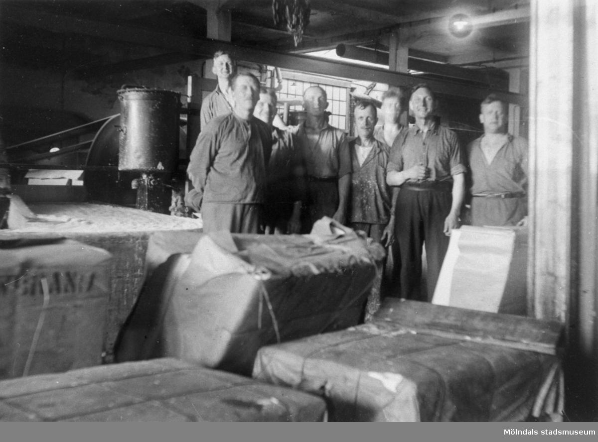 MSK. Inne på Papyrus ca 1930. Längst fr.v. Artur Svensson, Tredje person fr. v Olof Wall och längst till höger Gustaf Gahrn.