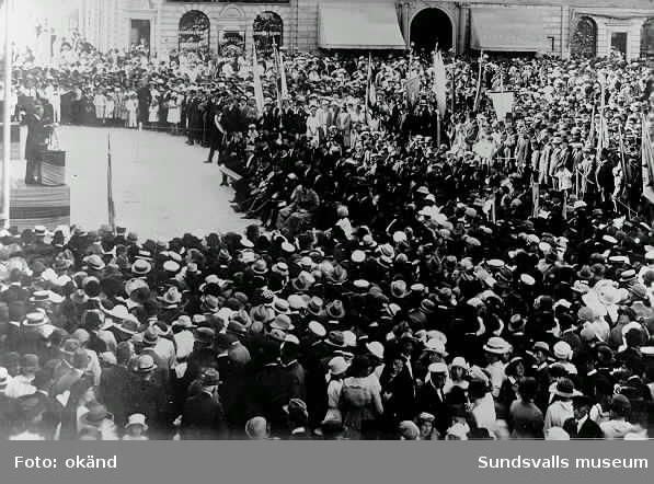 troligen invigning av Gustaf Adolfstatyn på Stora torget 1911.