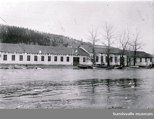 Sundsvalls Verkstäder (Sundsvalls Förenade Verkstäder). Fotot troligen taget 1919 vid översvämningen.