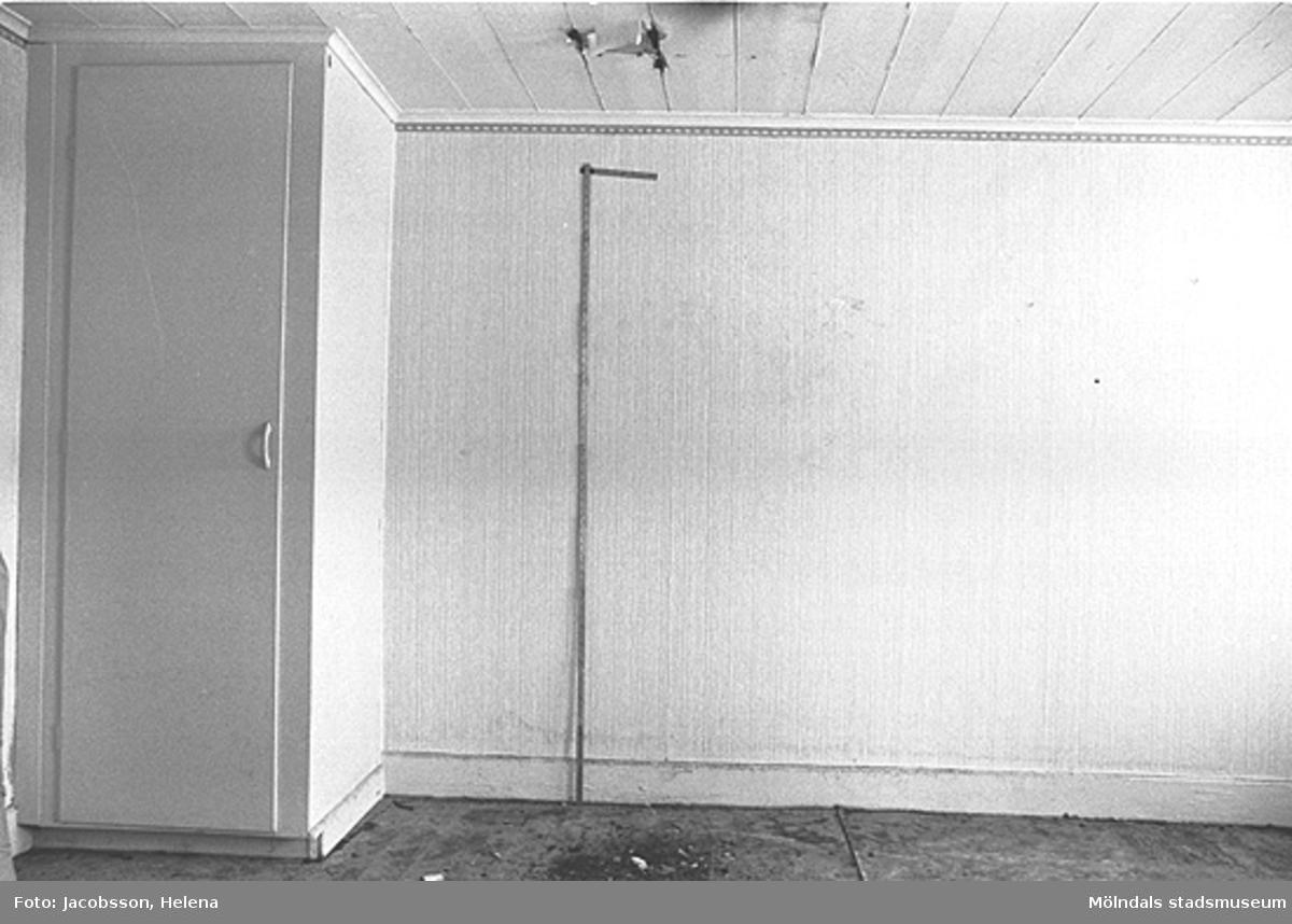 Skåp i bostadshus på Roten M 27 i Mölndals Kvarnby, 1972.
