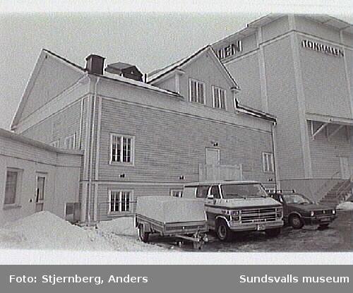 Inför rivning.Bild 24-26, 28 Schaktning invid scenhus.Bild 27 Västra ingången.