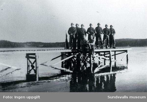 "Polistruppslägret i Baggböle.""Vi hadde badebrygge i Nordre Björken."" (Einar Lian, Trondheim, februari 1989)"