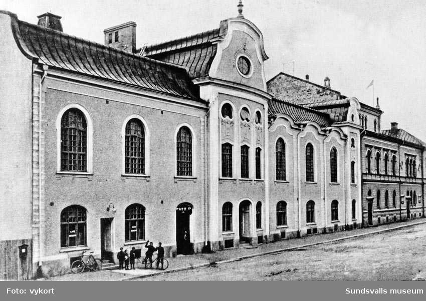 Godtemplarnas ordenshus i kv Kassören på Köpmangatan 9, invigt 1906. Byggnaden inrymde biografen Thule i terassvåningen, med entré i bottenvåningen t. v. Thulebio hade filialer i ordenshusen runt om i socknarna. Stora salongen i Ordenshuset byggdes senare om till biograf, Konsertbiografen.