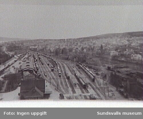Ur Energiverkets samling.Sundsvalls nya stationshus med bangården fr V.