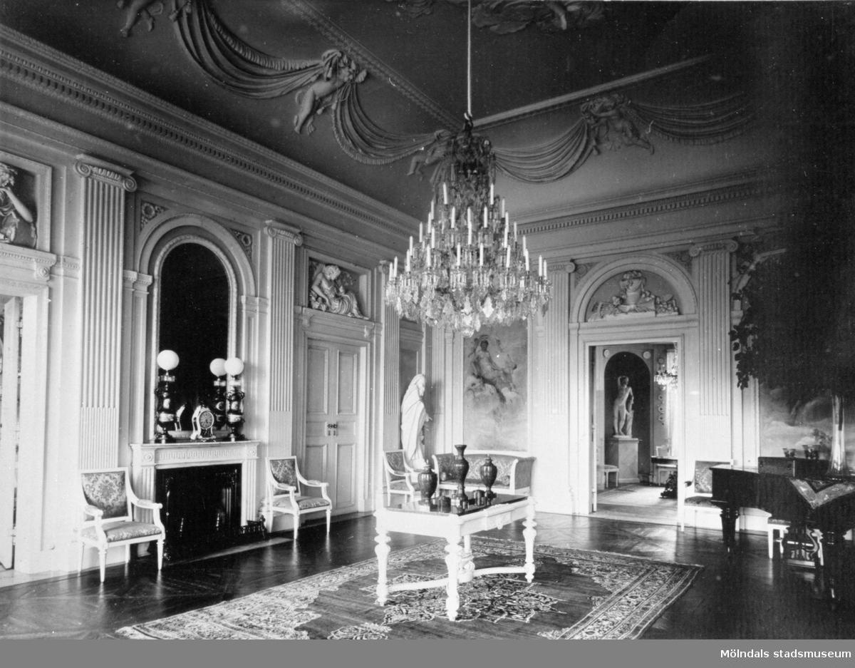 Stora salongen fullt möblerad. Gunnebo slott 1930-tal.