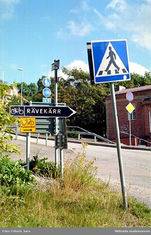 Mölndals gamla museibyggnad till höger, tidigare polishus i Mölndals Kvarnby, 1996.