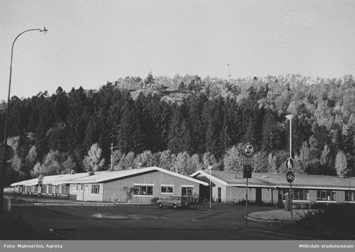 Personalen började 18 augusti 1975 och förskolan togs i bruk 1 oktober. Fram till 1994 kallades förskolan Bifrosts daghem eftersom man också hade annan verksamhet än förskola. 1994 blev det renodlad förskoleverksamhet.