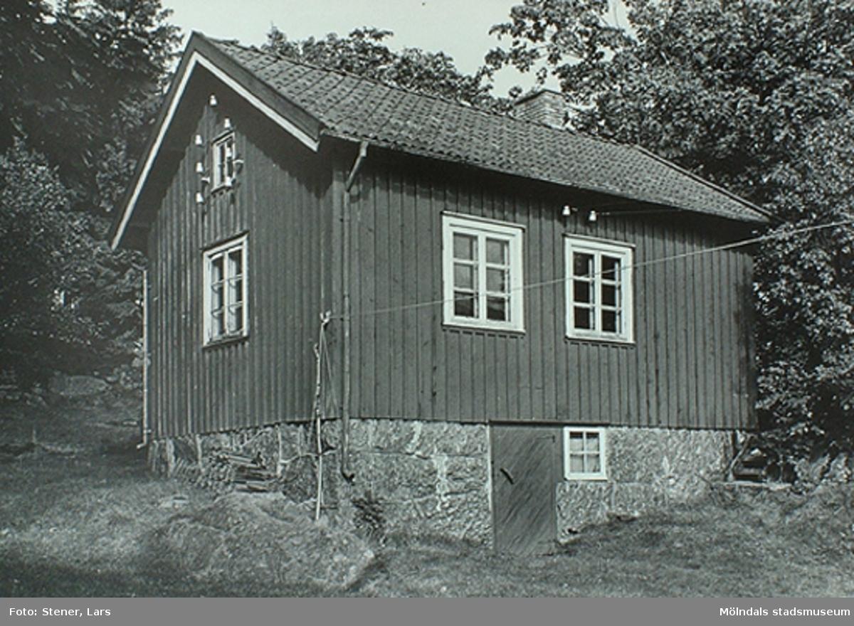 Albert tillverkade bl a Göteborgsstolar. Avled i slutet av 1970-talet.