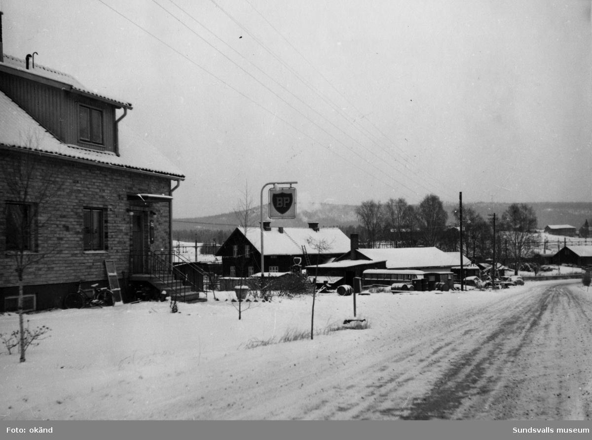 BP-stationen Långviksmon, Örnsköldsvik. Köpman: Åkaren Alvar Sjöberg.