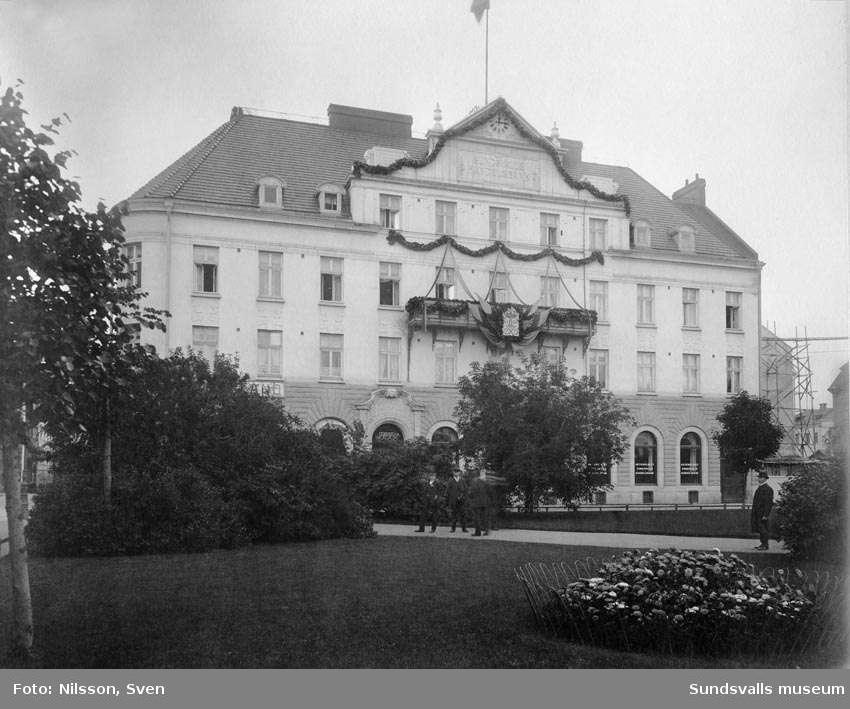 AB Sundsvalls Handelsbank vid kungabesöket 1908, från Vängåvan