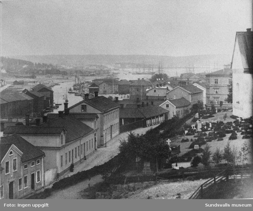 Storgatan och Selångersån, från Kyrkbacken, före 1888. Repro från äldre bild.
