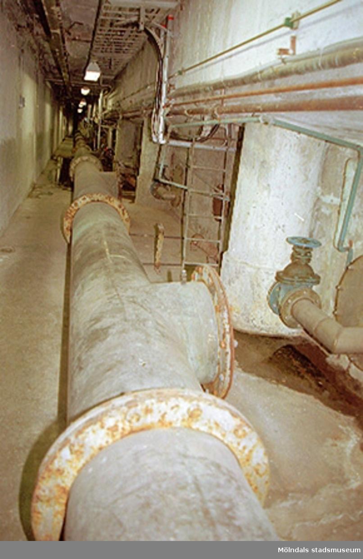 Ledning från vattenfilter till renvattentankar. Papyrusinventeringen. 2001-11-06.