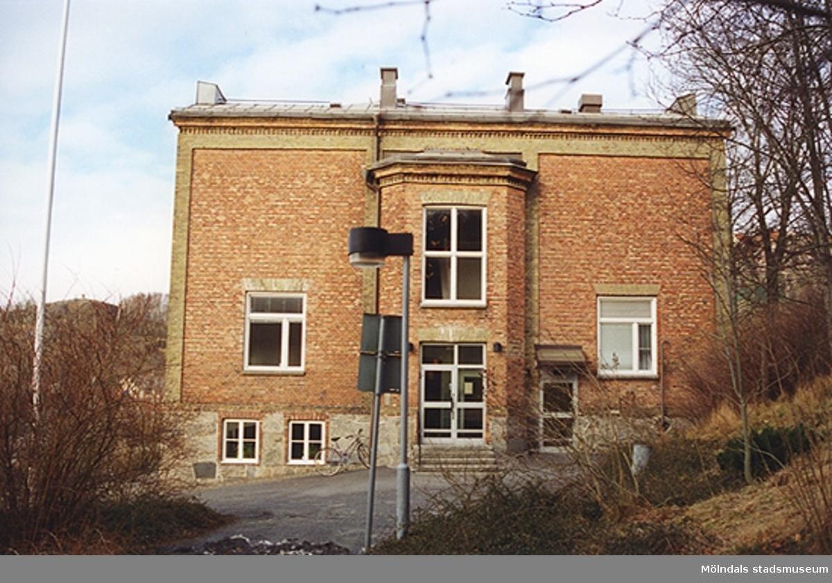 F.d. Sjukhus cch polishus, där Mölndals museum nu ligger (1986-2002) vid Norra Forsåkersgatan 19.