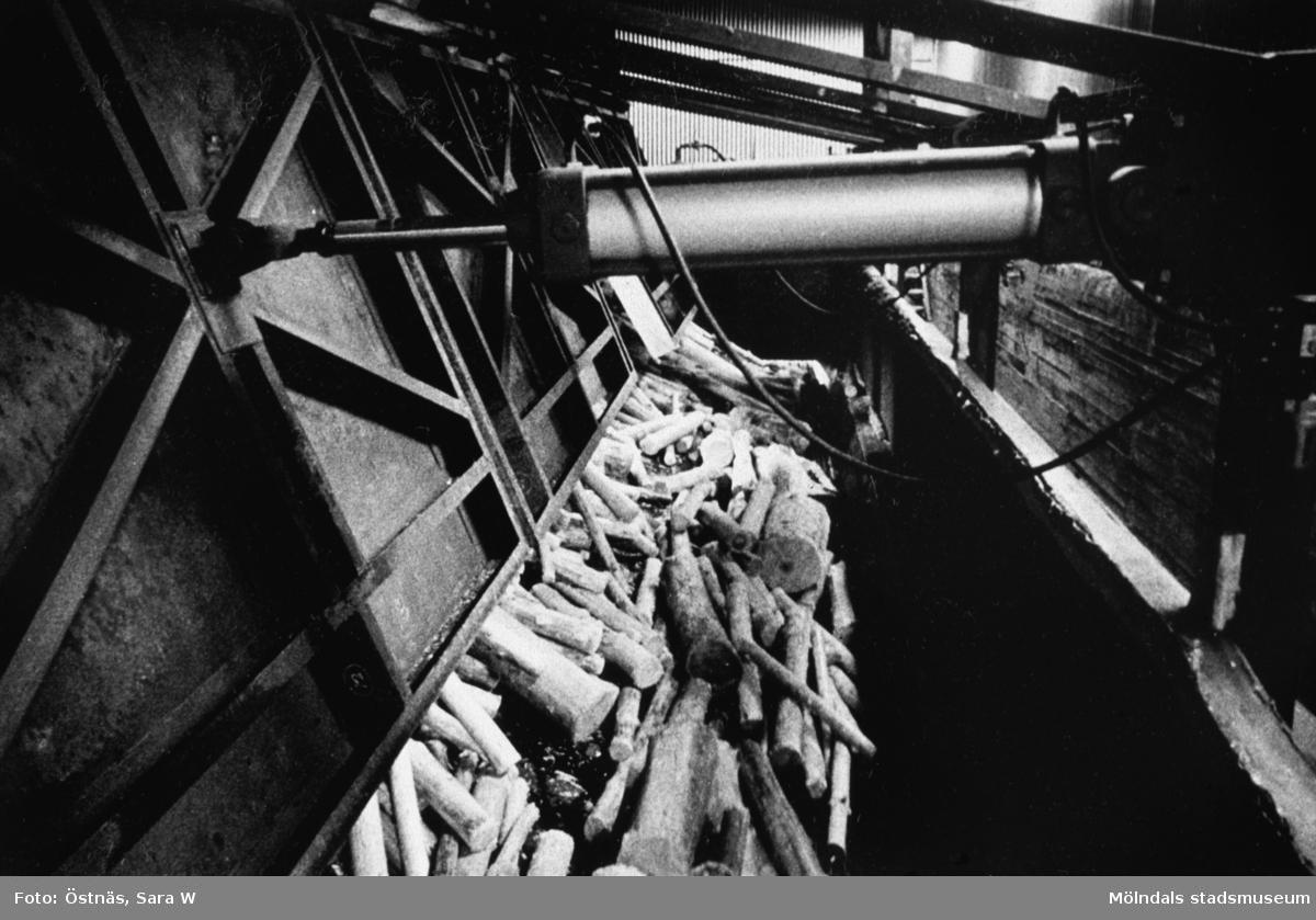 Massaved på väg mot sliperiet på Papyrus i Mölndal, år 1990.