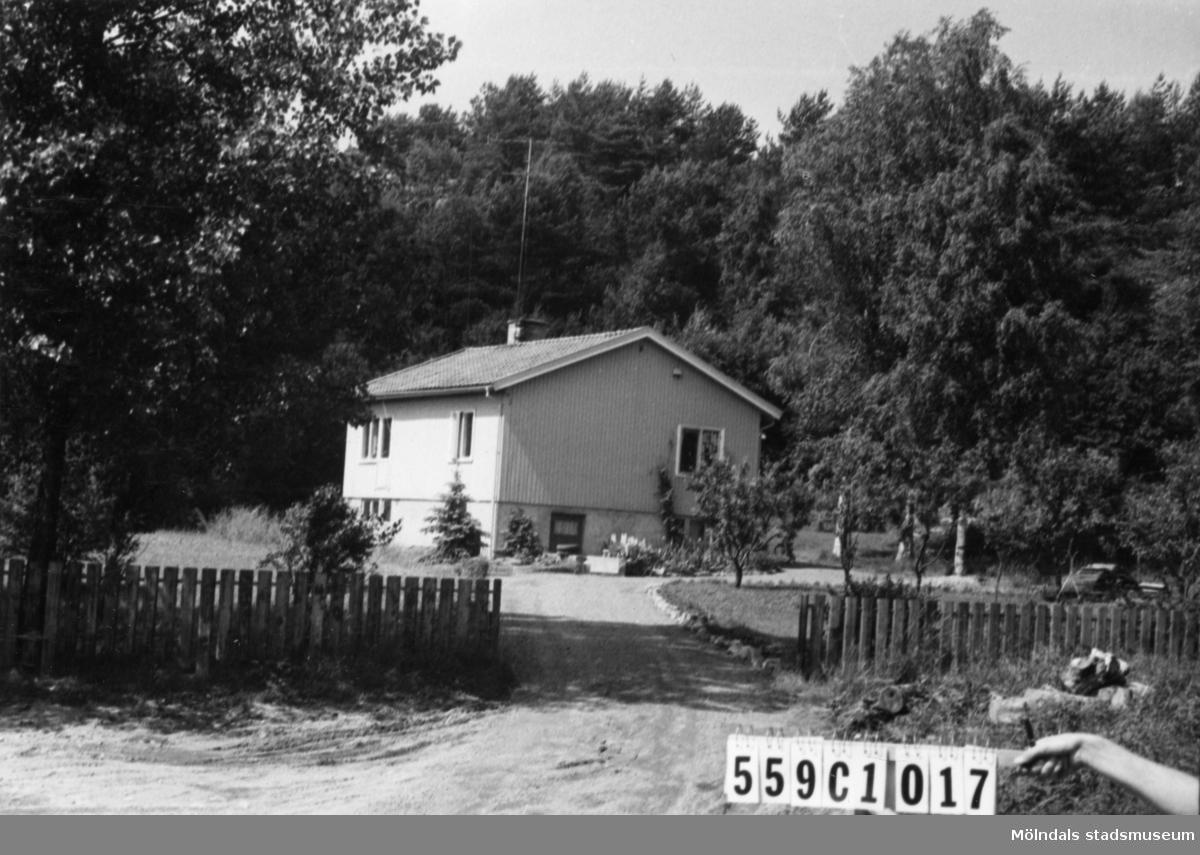 Byggnadsinventering i Lindome 1968. Gastorp 2:88. Hus nr: 559C4017. Benämning: permanent bostad. Kvalitet: mycket god.Material: trä. Tillfartsväg: framkomlig. Renhållning: soptömning.