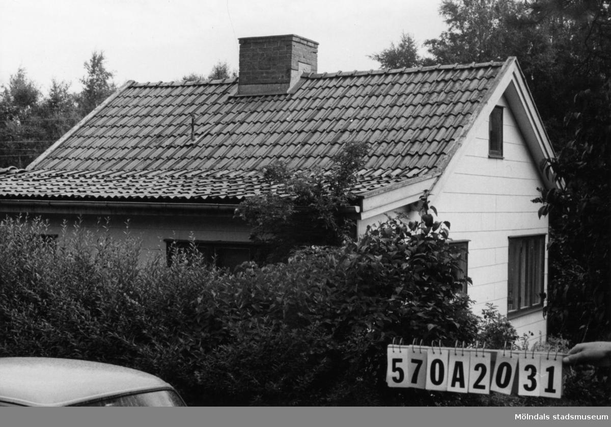 Byggnadsinventering i Lindome 1968. Annestorp 6:25. Hus nr: 570A2031. Benämning: permanent bostad. Kvalitet: god. Material: eternit. Tillfartsväg: framkomlig. Renhållning: soptömning.