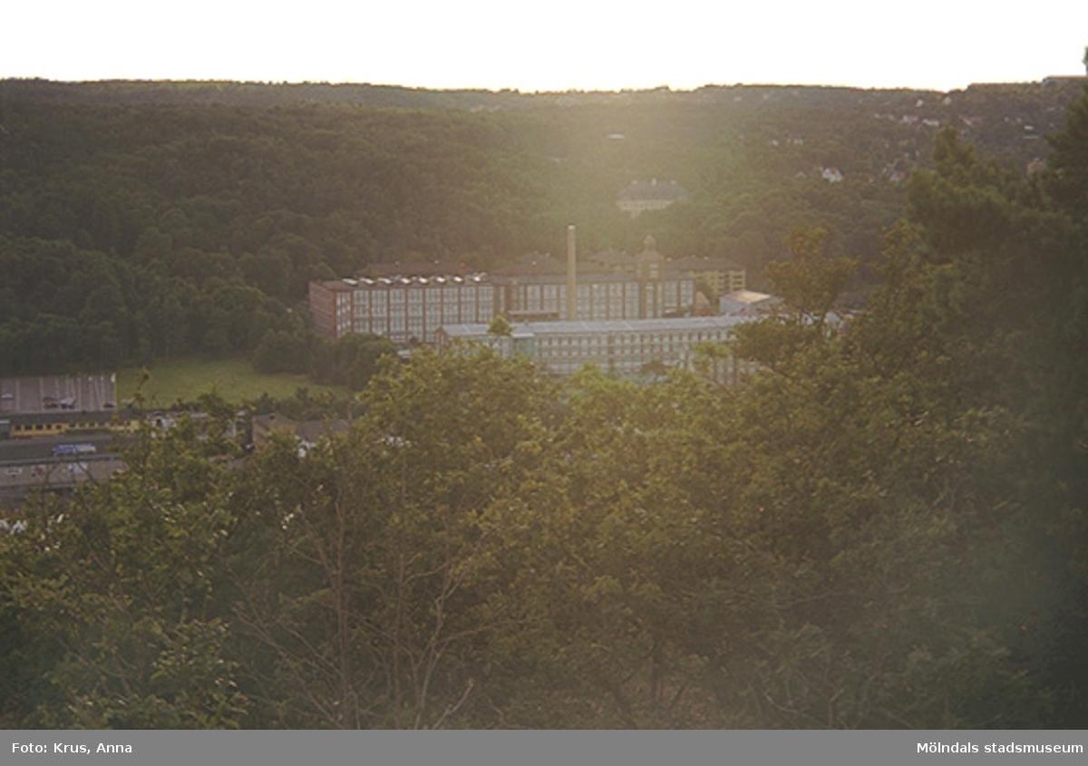 Översikt av Krokslätts fabriker - från Rallarbergen.