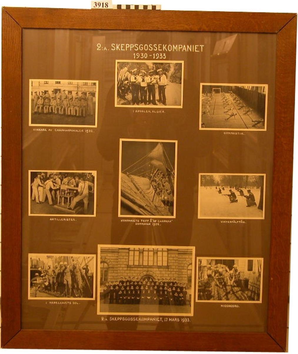 Fotografier, inom glas och ram, i gruppbilder, 9 stycken, föreställande 2:a skeppsgossekompaniet 1930 - 1933 ombord och på utlandsresor.