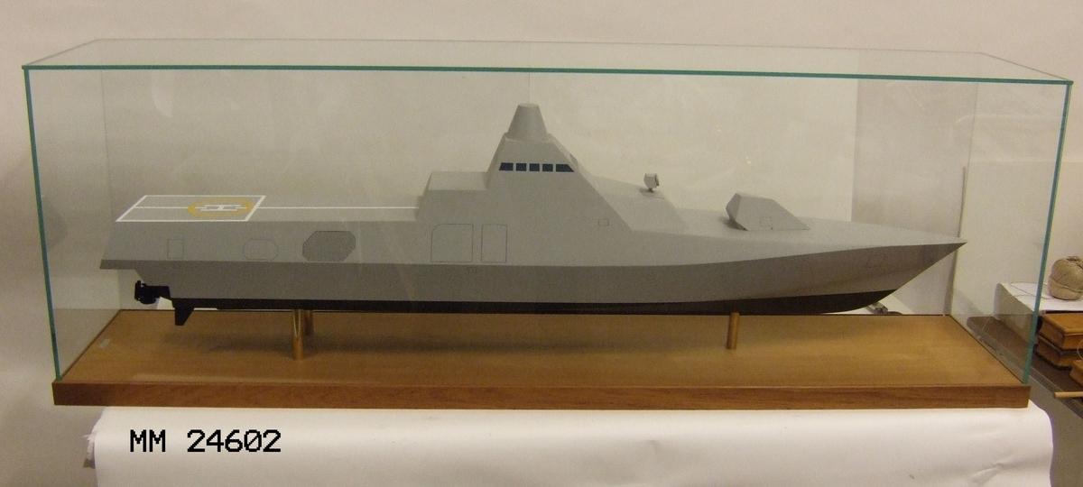 Fartygsmodell av korvett typ Visby. Målad i enlighet med den verkliga förebilden.