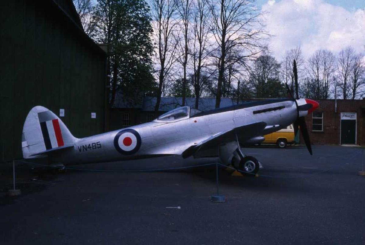 Ett fly på bakken, Supermarine 356 Spitfire F24, VN485 fra UK Air Force