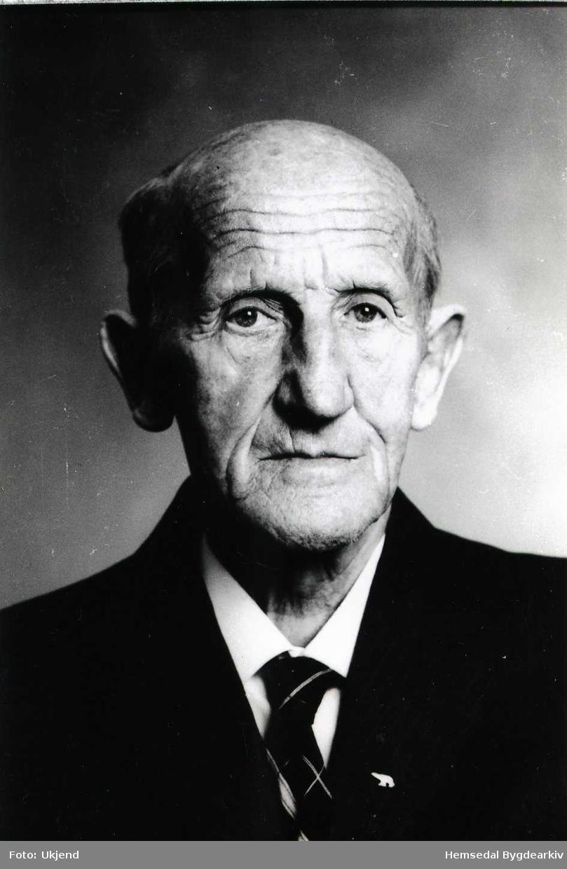 Iver T. Svare (1902-1986) Styrar ved Hemsedal Meieri frå starten i 1930 og fram til 1970. Han vart då heidra med Kongens Fortenestemedalje.