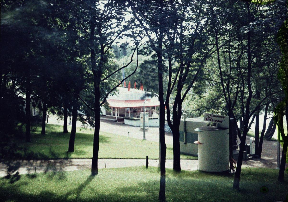 Stockholmsutställningen 1930 Mjölkbar i park (Folke Bensow)