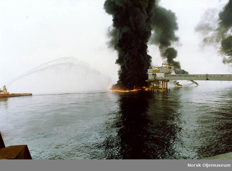 Brann på Ekofisk - et uhell gjorde at kondensat rant over og tok fyr.