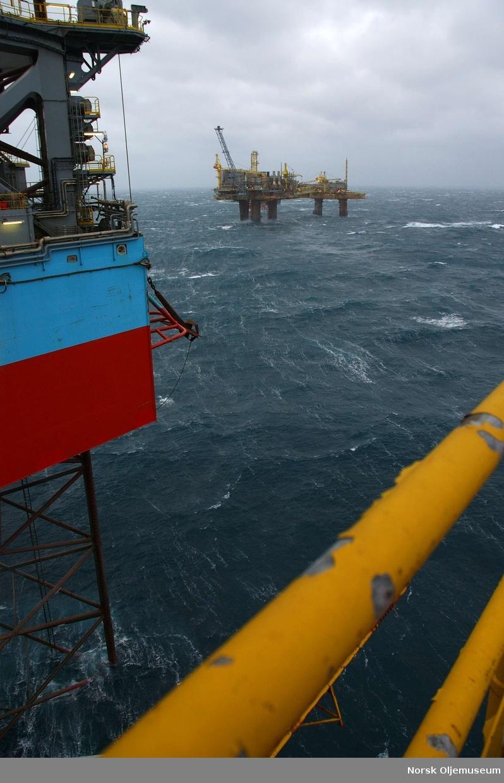 Utsikt fra Liebherr kran på DP2. Friggkomplekset i bakgrunnen samt Maersk Inovator i forgrunn t.v.