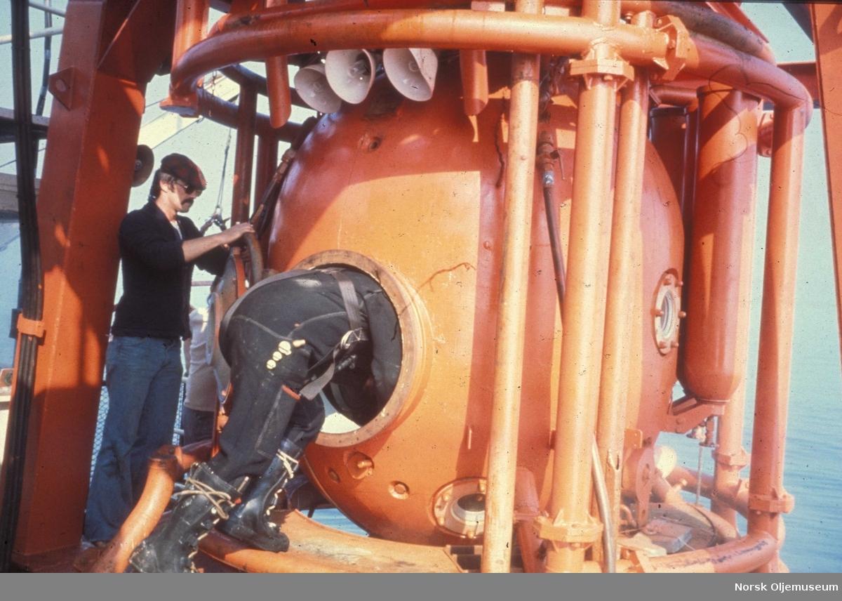 "På bildet ser vi Klokken på ""Smit Lloyd 112"" Fotografert i 1977. Comex system."