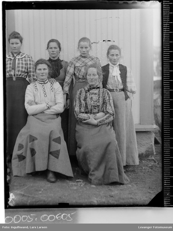 Gruppebilde av seks kvinner.