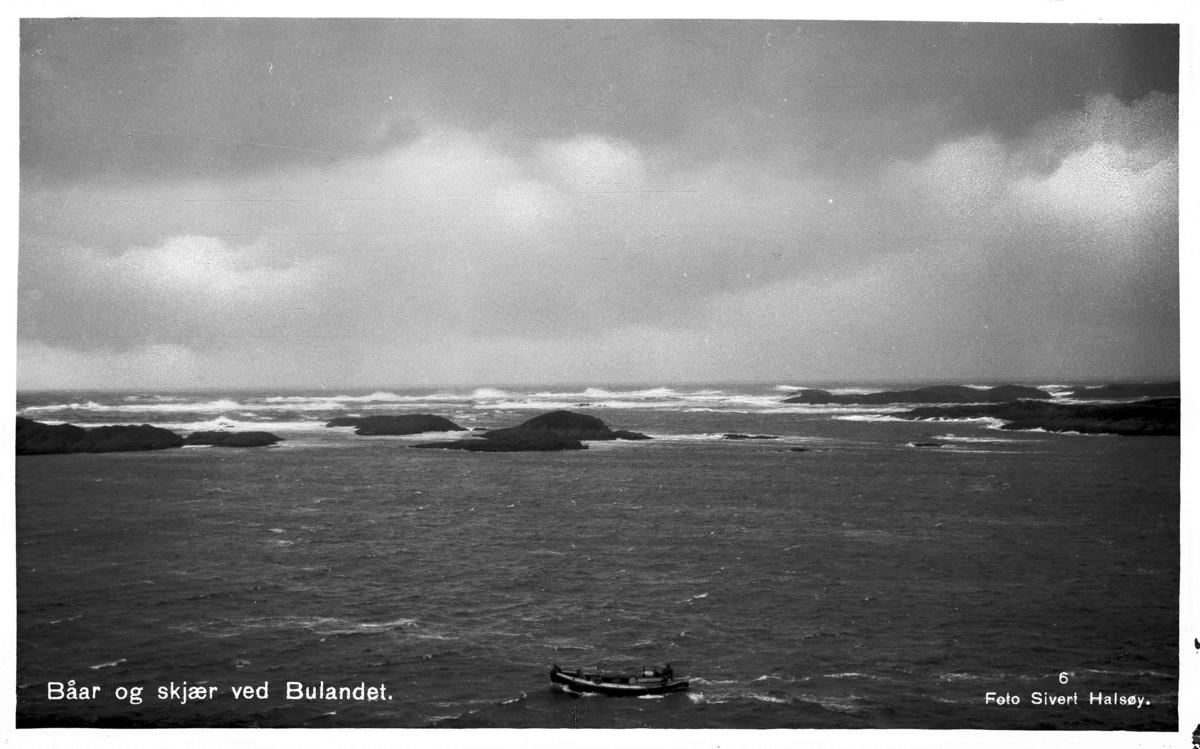 Skjærgard med motorbåt i Bulandet