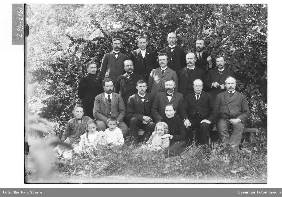 Gruppebilde, Martin Sivertsen står bak til venstre
