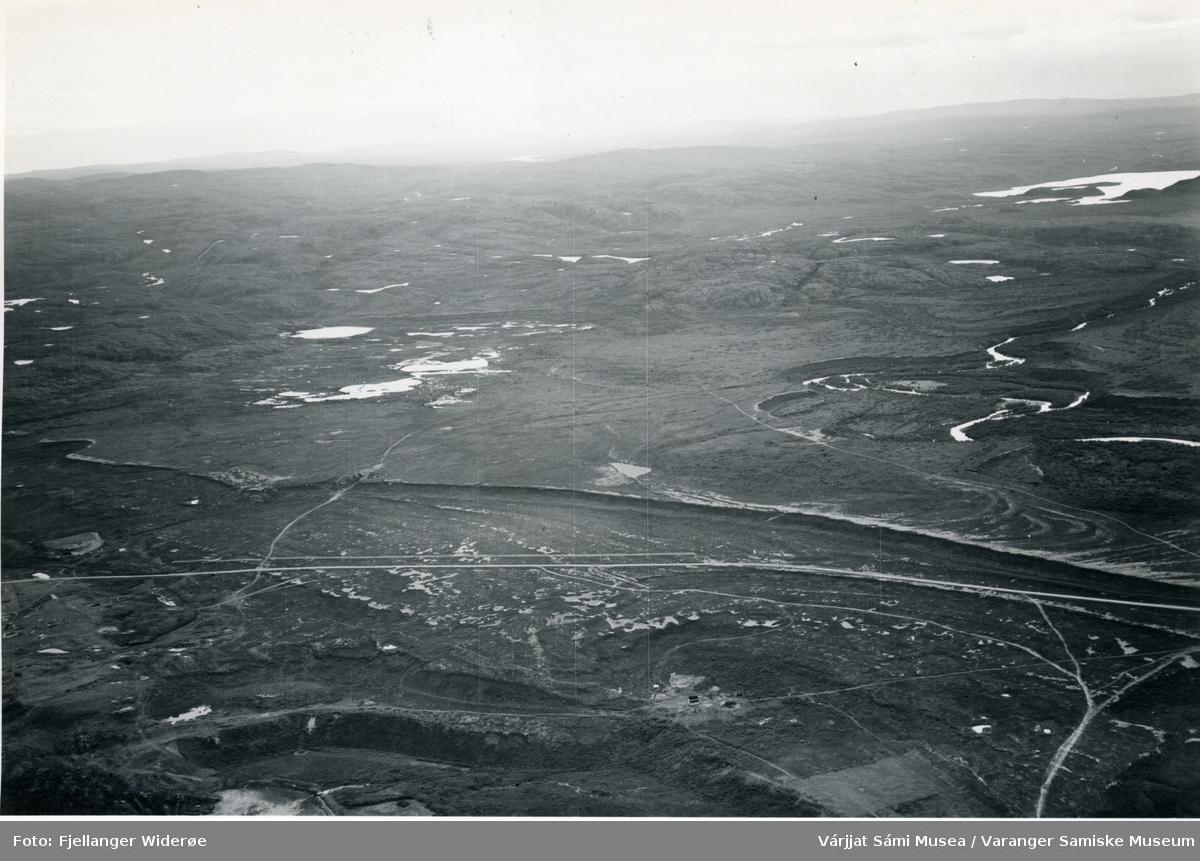 Flyfoto av Njiđgu / Vesterelv i Unjárgga gielda / Nesseby kommune, 1953.