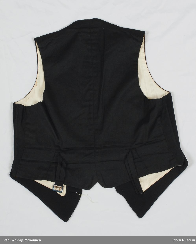 Form: 4 sorte silkeknapper,fór av lys bom.sateng