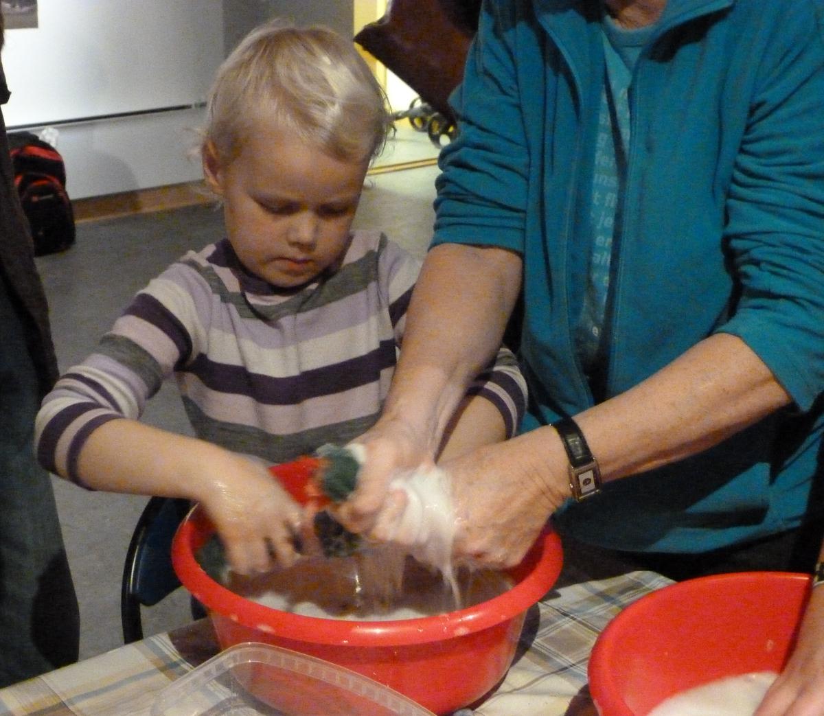 Juleverksted for barn på Berg-Kragerø Museum 20.11.2011. Kragerø Husflidslag