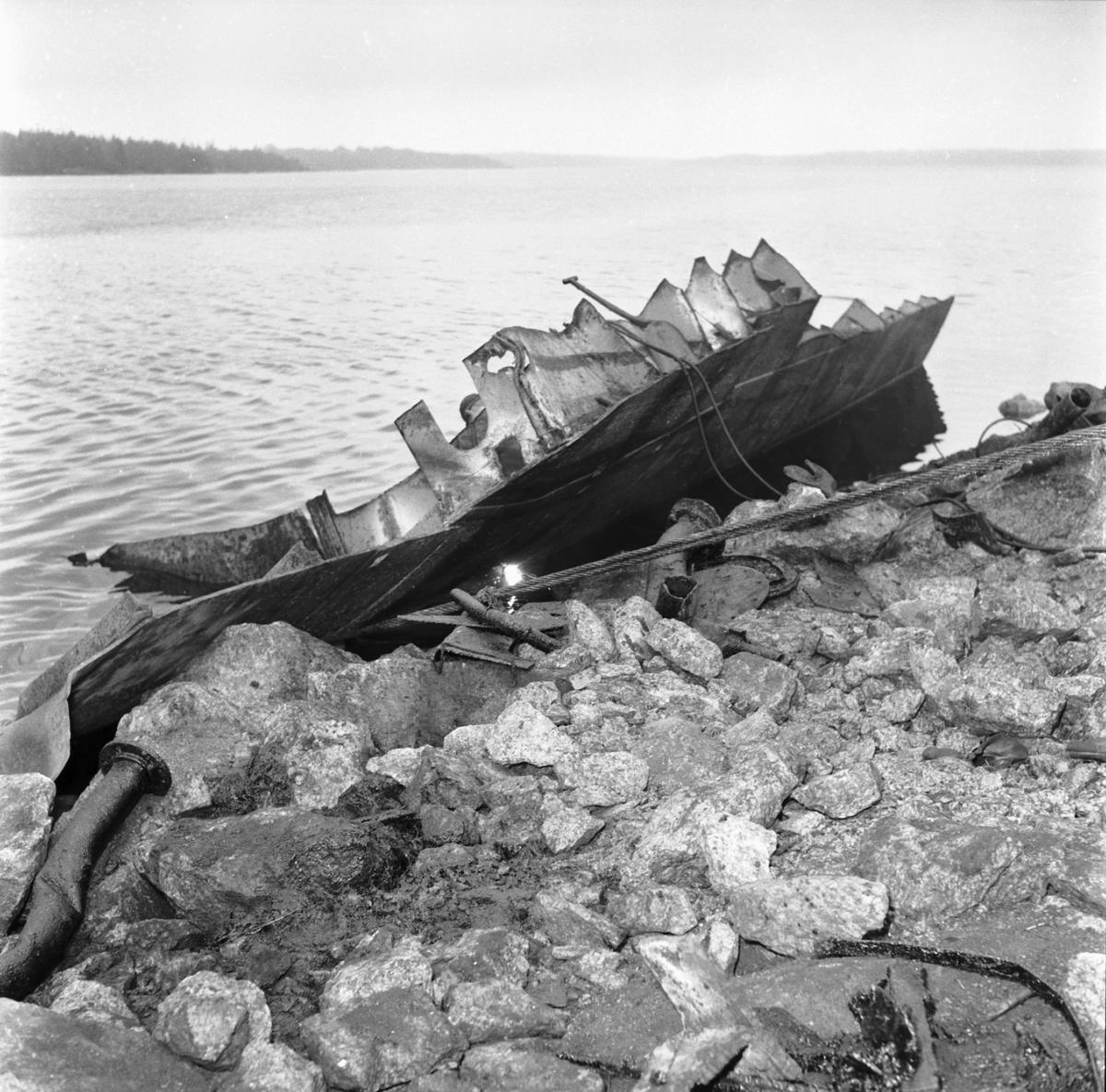 Fartyg: Sverige                         Rederi: Kungliga Flottan, Marinen Byggår: 1915 Varv: Götaverken, Göteborgs MV Övrigt: Pansarskeppet Sveriges skrotning(Ronneby9