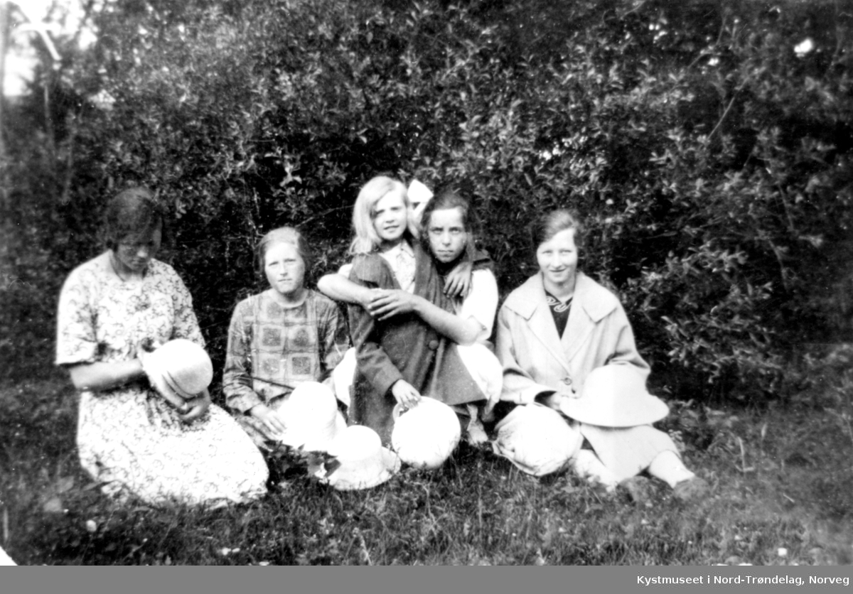 Signe Fjukstad, Alvhild Nilsen Binderø, Annie Hansen Fjukstad, Andri Torsen og Magnhild Ulsund Larsen