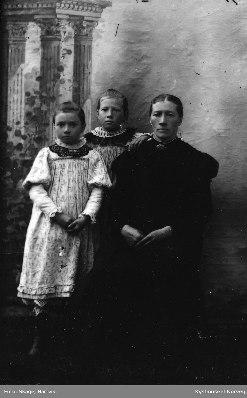 Ukjent mor og to døtre?