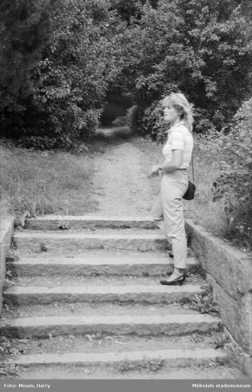 """Inventering av Åbykullen och Åbybergsparken i Mölndal, år 1984. """"Entrén till Åbybergsparken kommer att bli betydligt öppnare.""""  För mer information om bilden se under tilläggsinformation."""
