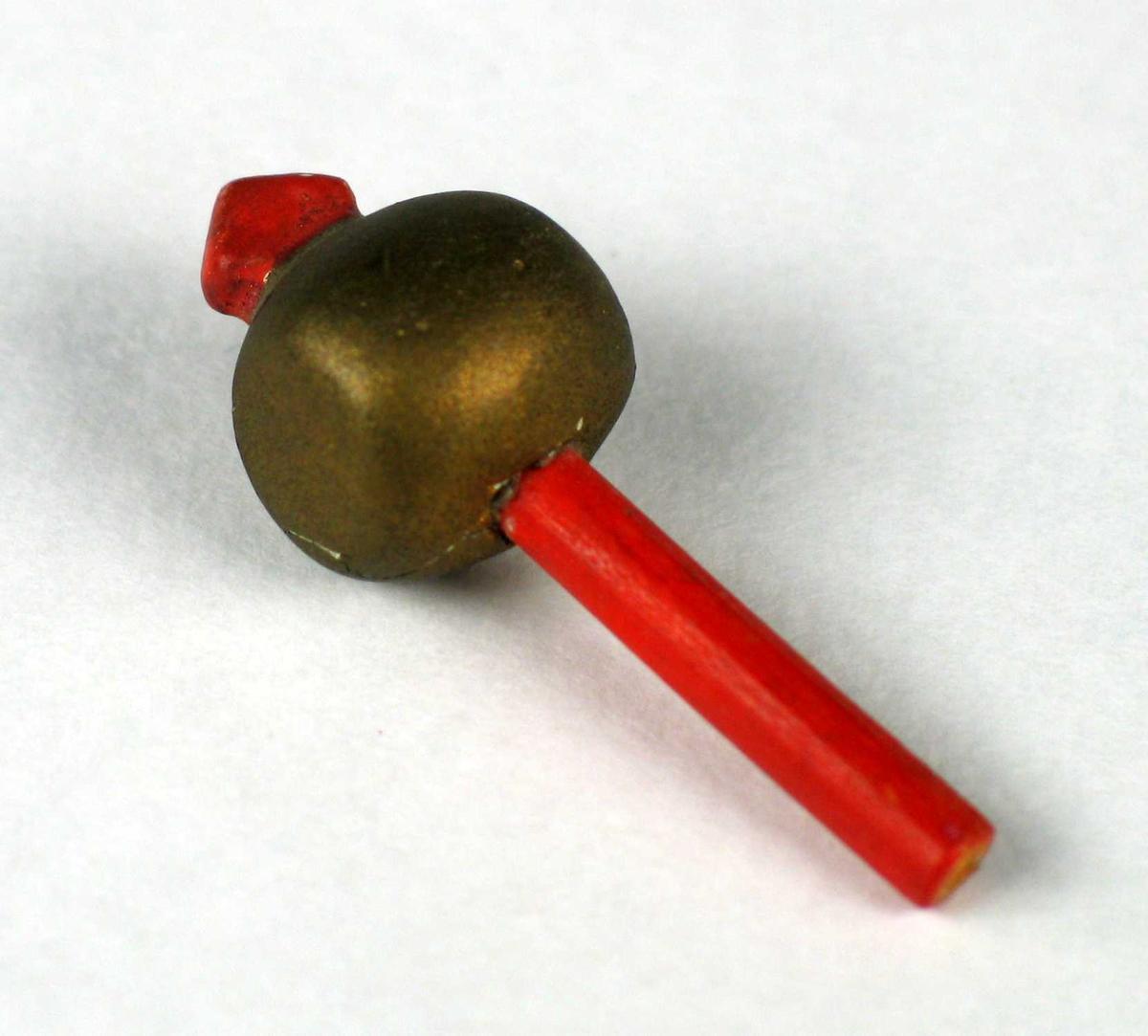 Snurrebass i tre. Den er satt samment av en oransje pinne med en gyllen kule.