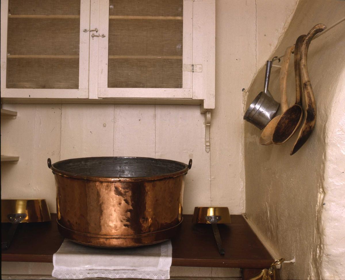 DOK:1991, Aulestad, interiør, kjøkken, kobberkjele, sjokolade,