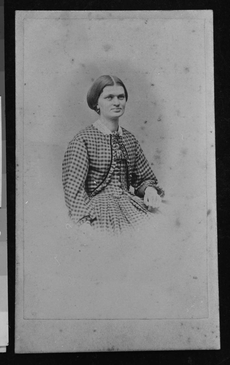 Anine Bjørnson, portrett, søster,