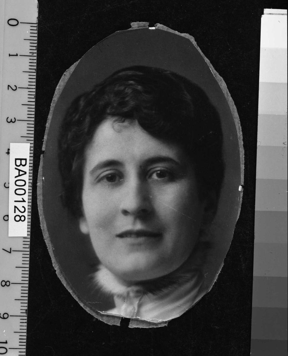 Eileen Kuhn Bjørnson, portrett
