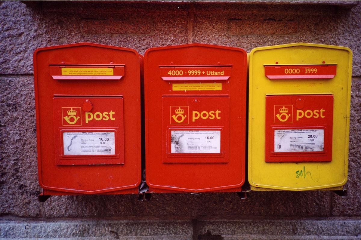 eksteriør, postkontor, 0101 Oslo Sentrum postsenter, tre postkasser
