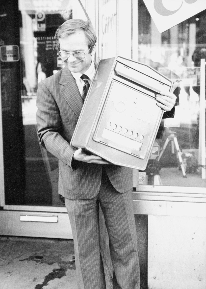 postkasser, offentlig, mann, holder inntil kroppen, by, eksteriør
