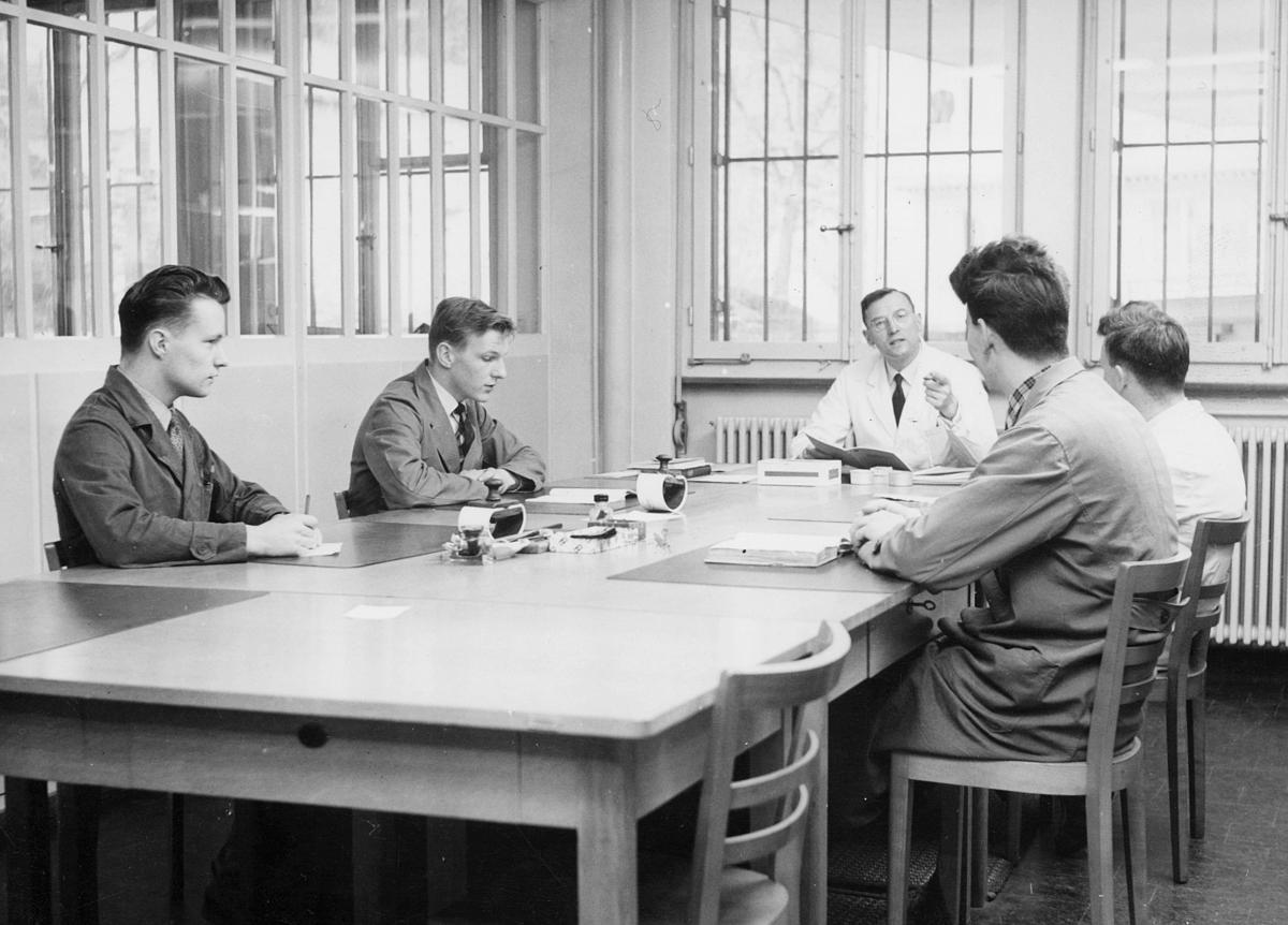 postskolen, 5 menn, interiør