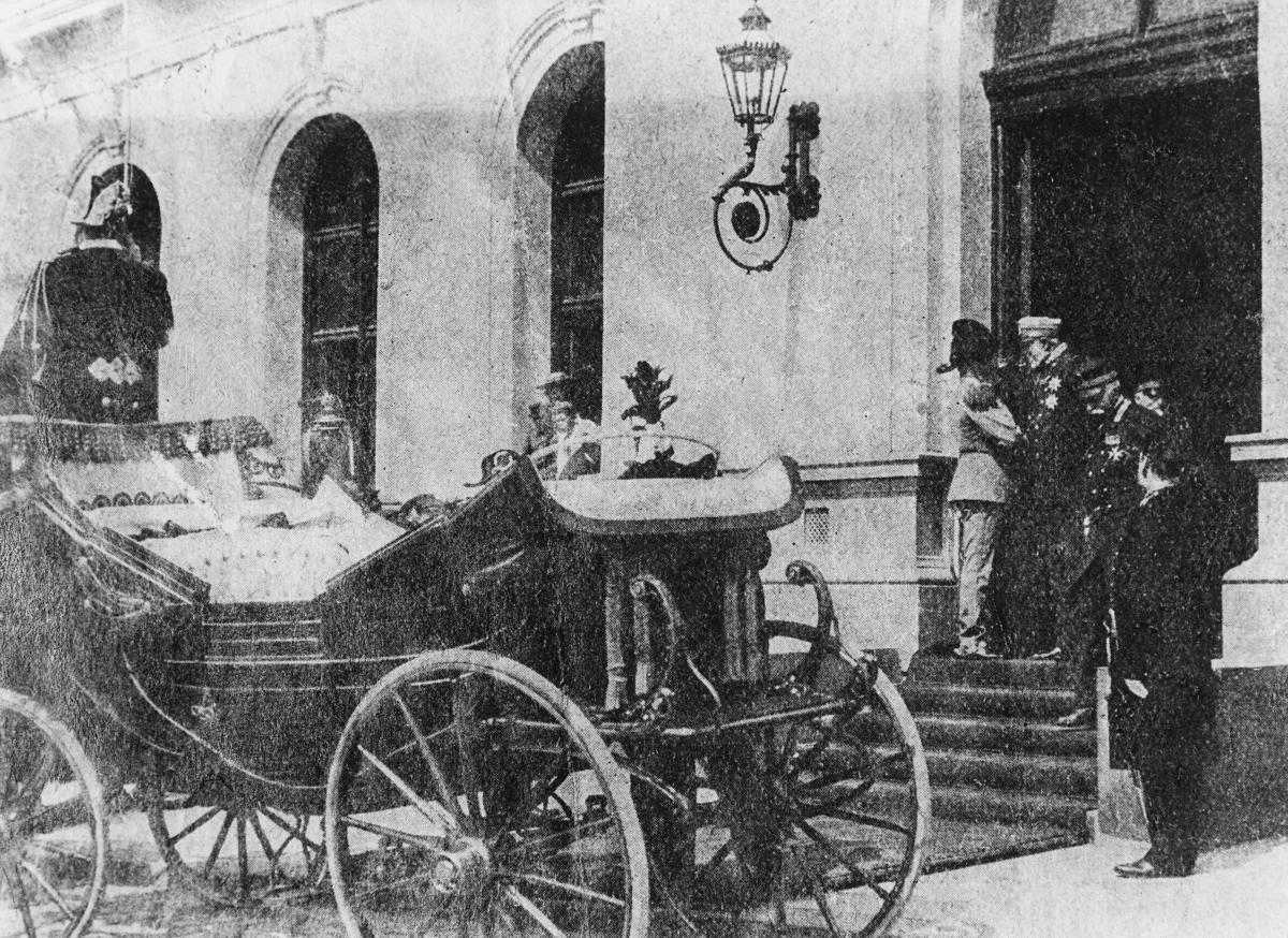 norgesbilder, bybilde, Oslo østbanestasjon, Kong Oscar IIs ankomst til Kristiania 16. juli 1904, vogn