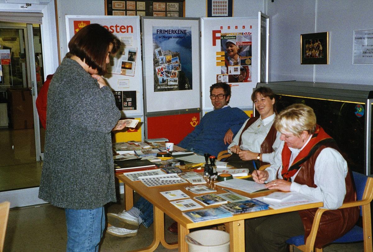 frimerkets dag, Arendal, tre kvinner, en mann