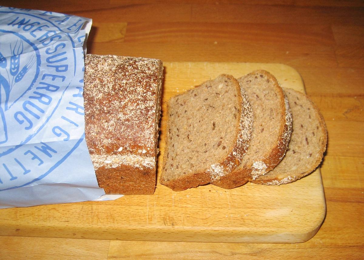 På brødposens forside og bakside er et portrettfoto i brunnlige nuanser av Inger Kløkstad, som har gitt navn til brødet.