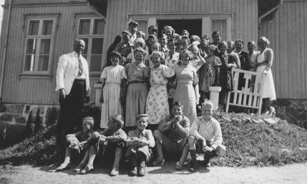 Avgangsklassen på Gjedsø skole 27.06.1938.